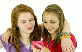 TEENAGE GIRL FRIENDS STOCK IMAGE